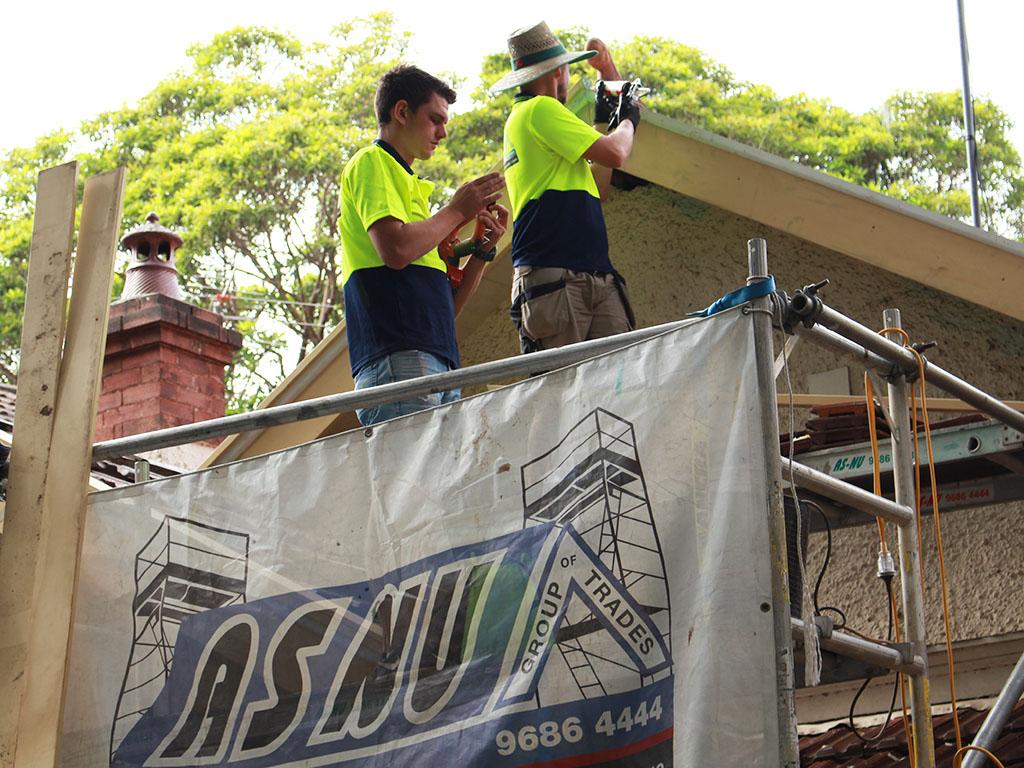 ASNU Builders and Carpenter Fixing Bargeboards SM